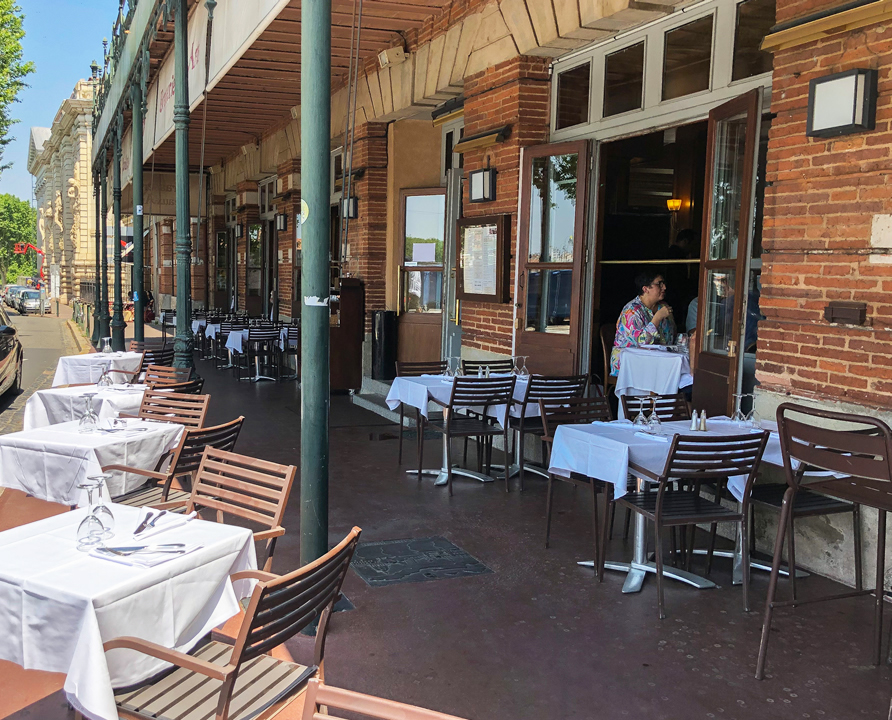 Prenez place en terrasse au bord de la Garonne ! !
